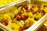 Kartoffel-Knoblauch-Kulis mit fritierten Thymian-Rispentomaten